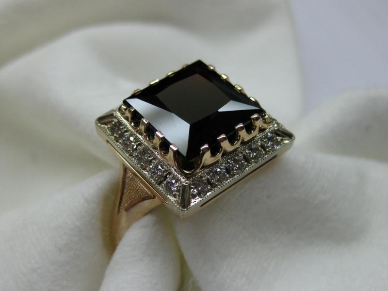 107 золото, бриллианты, гранат (альмандин)